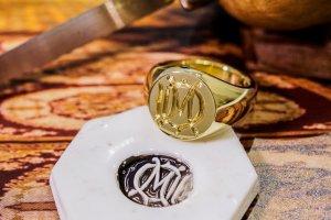 【Bespoke Order】Hand Engraved Circle Signet Ring(18ct Yellow Gold)「MD」_3