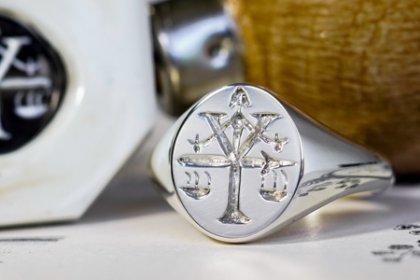 【Semi-custom made】Hand Engraved Oval Signet Ring(Sv925) 「Y、天秤、剣」_thumbnail