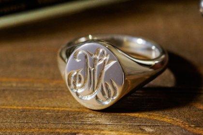 【Semi-custom made】Hand Engraved Oval Signet Ring(Sv925) 「MK」_thumbnail