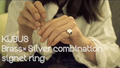 Brass×Silver combination signet ring(M)着用イメージ