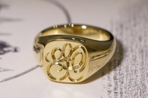 【Bespoke Order】Hand Engraved Mellow Square Signet Ring(18ct Yellow Gold) 「SO」_thumbnail