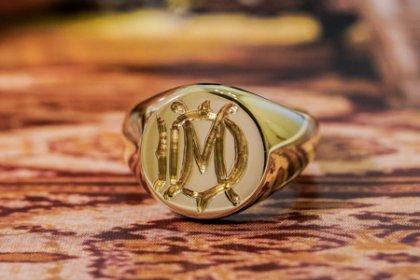 【Bespoke Order】Hand Engraved Circle Signet Ring(18ct Yellow Gold)「MD」_thumbnail