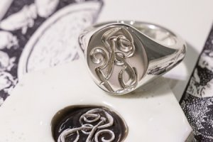 【Semi-custom made】Hand Engraved Oval Signet Ring(Sv925) 「RS」