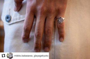 【Semi-custom made】Glayage KYOTO×KUBUS Hand Engraved Oval Signet Ring(Sv925) 「KS」_ご着用写真