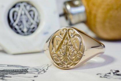 【Bespoke Order】Hand Engraved Oval Signet Ring(9ct Yellow Gold)「YAI」_thumbnail