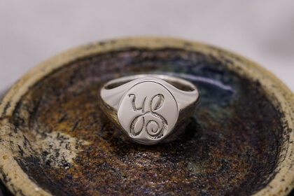 【Semi-custom made】Hand Engraved Oval Signet Ring(Sv925)thumbnail