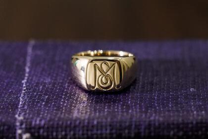 【Bespoke Order】Hand Engraved Signet ring face type:Square thumbnail