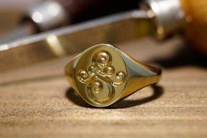 【Semi-custom made】Hand Engraved Oval Signet Ring(Brass) 「SM」_thumbnail
