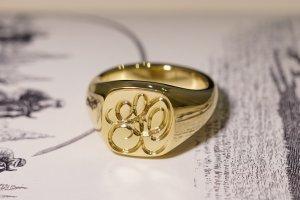【Bespoke Order】Hand Engraved Mellow Square Signet Ring(18ct Yellow Gold) 「SO」