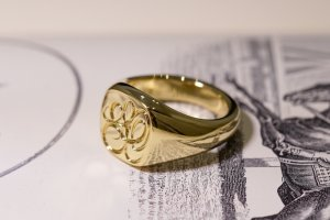 【Bespoke Order】Hand Engraved Mellow Square Signet Ring(18ct Yellow Gold) 「SO」_3