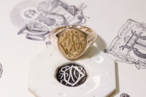 【Semi-custom made】Hand Engraved Oval Signet Ring(9ct Yellow Gold) 「DN」_3