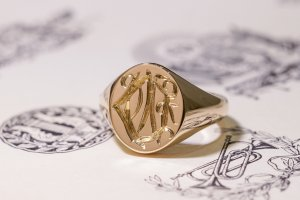 【Semi-custom made】Hand Engraved Oval Signet Ring(9ct Yellow Gold) 「DN」_4