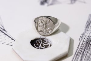【Bespoke Order】Hand Engraved Circle Signet Ring(Sv925)「S」_3