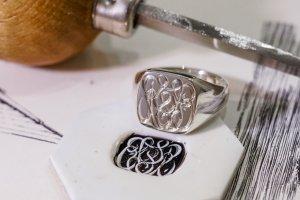 【Bespoke Order】Hand Engraved Curvaceous Square Signet Ring(Sv925)「SSSR」