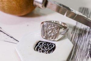 Curvaceous square signet ring「SSSR」完成4