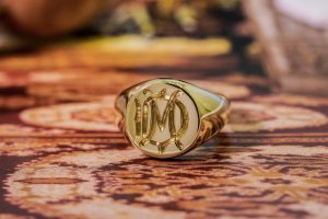 【Bespoke Order】Hand Engraved Circle Signet Ring(18ct Yellow Gold)「MD」