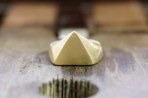 Triangle signet ring_粗削り_正面