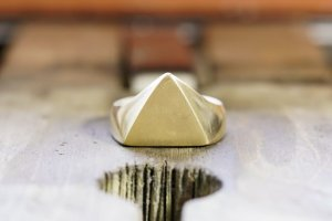 Triangle signet ring_研ぎ後_正面