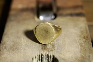Big Oval Signet Ring_研ぎ後_斜め
