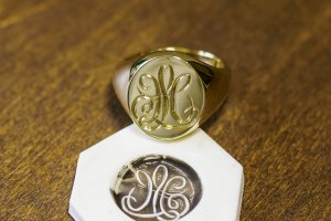 【Bespoke Order】Hand Engraved Big Oval Signet Ring(18ct Yellow Gold)「HL」_2