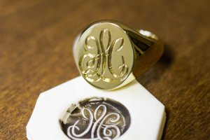 【Bespoke Order】Hand Engraved Big Oval Signet Ring(18ct Yellow Gold)「HL」_thumbnail