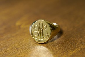 【Bespoke Order】Hand Engraved Big Oval Signet Ring(18ct Yellow Gold)「HL」_3