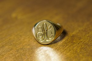 【Bespoke Order】Hand Engraved Big Oval Signet Ring(18ct Yellow Gold)「HL」_10