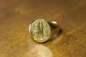 【Bespoke Order】Hand Engraved Big Oval Signet Ring(18ct Yellow Gold)「HL」_完成