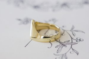 【Bespoke Order】Hand Engraved Triangle Signet Ring(18ct Yellow Gold)「A,桃の花と枝」_6