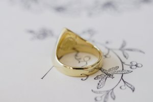 【Bespoke Order】Hand Engraved Triangle Signet Ring(18ct Yellow Gold)「A,桃の花と枝」_7