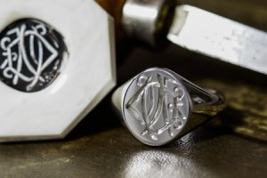 【Semi-custom made】Hand Engraved Oval Signet Ring(Sv925) 「DN」_thumbnail