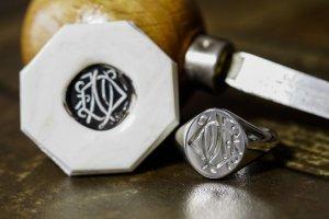 【Semi-custom made】Hand Engraved Oval Signet Ring(Sv925) 「DN」_完成1