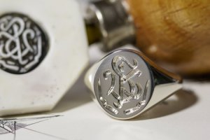 【Semi-custom made】Glayage KYOTO×KUBUS Hand Engraved Oval Signet Ring(Sv925) 「SK」+lightning motif(option)