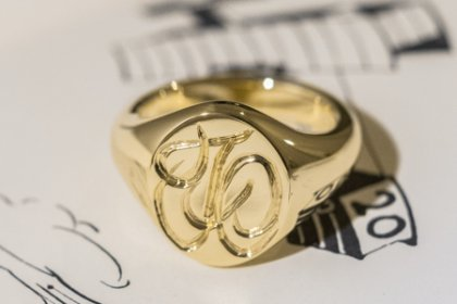 【Semi-custom made】Hand Engraved Oval Signet Ring(Brass) 「TO」_thumbnail