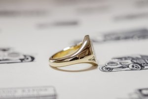 【Semi-custom made】Hand Engraved Oval Signet Ring(9ct Yellow Gold) 「RM」_10