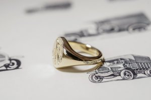 【Semi-custom made】Hand Engraved Oval Signet Ring(9ct Yellow Gold) 「RM」_4